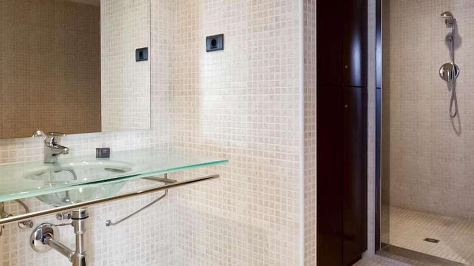 AC Hotel Tarragona - EDIT_BATHROOM_01.jpg