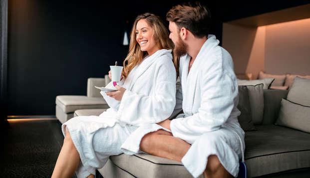 Spa Lovers: Cena romántica con menú degustación, acceso al spa, albornoz y masaje en pareja