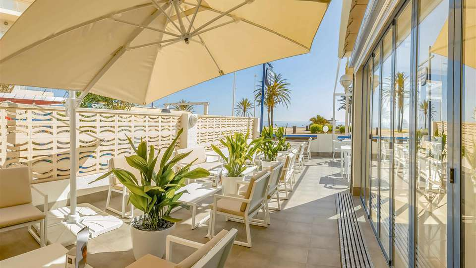 RH Riviera-Only Adults (Solo Adultos) - EDIT_TERRACE_03.jpg