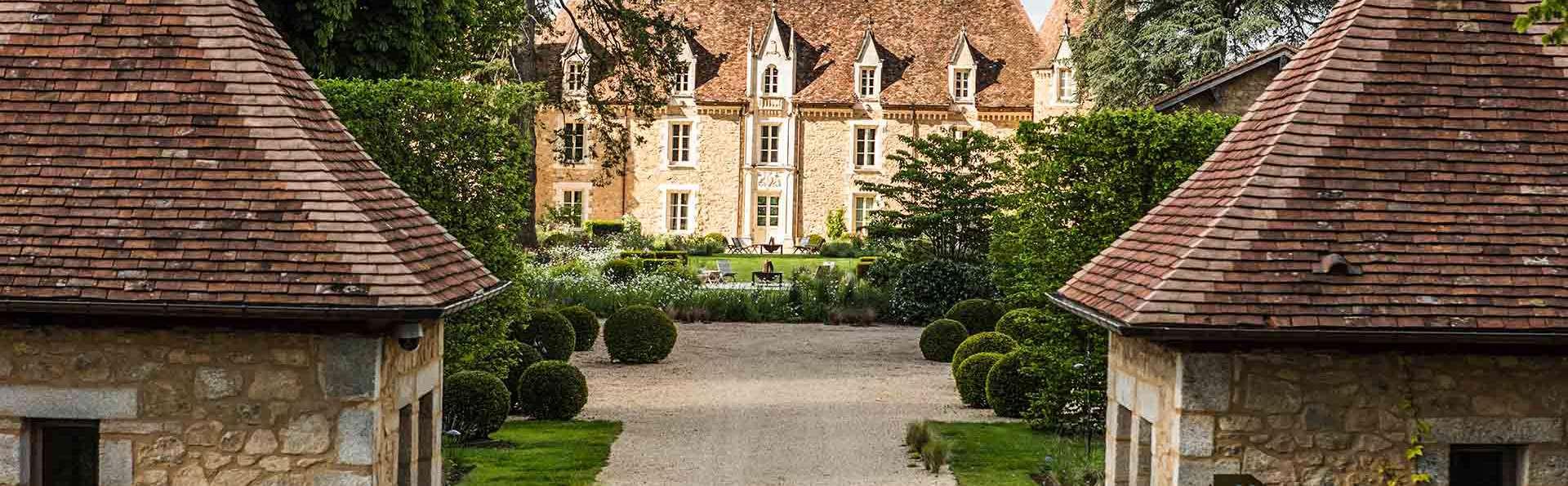 Réalisez vos rêves dans un château en Charente, détendez-vous aux thermes et dégustez le terroir