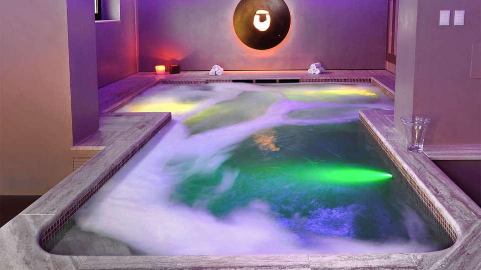Le Buche Wine Resort & Spa - EDIT_piscina-interna_01.jpg