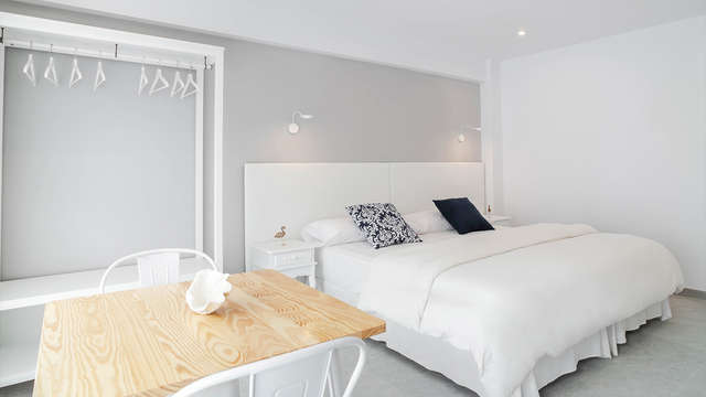 Escapada con detalles románticos y desayuno servido en la habitación cerca Palma de Mallorca