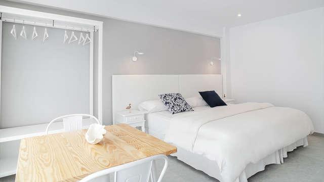 Escapade avec cadeaux romantiques + petit-déjeuner servi en chambre à proximité de Palma de Majorque