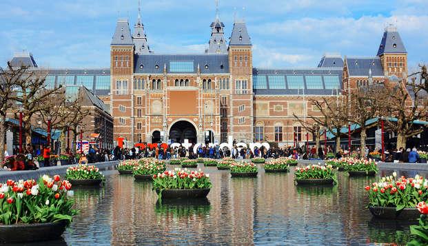 Amsterdam en de dorpjes eromheen met je vrienden verkennen en daarna in de spa uitrusten? Dat kan.