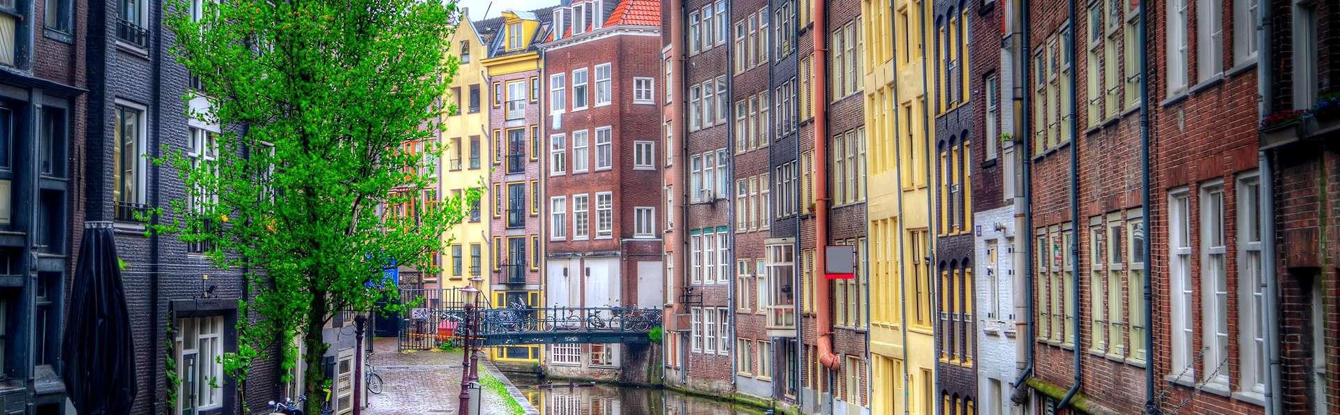 Visitez Amsterdam confortablement installé dans un hôtel quatre étoiles