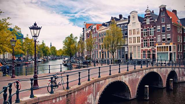 In het rustige gedeelte van de drukke cultuurstad Amsterdam uitrusten