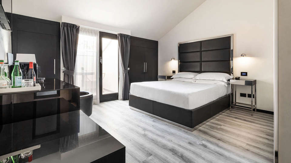 LHP Hotel Napoleon - EDIT_ROOM_01.jpg