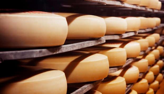 Alójate en el centro de Cáceres, visita una quesería y realiza una cata de 10 quesos