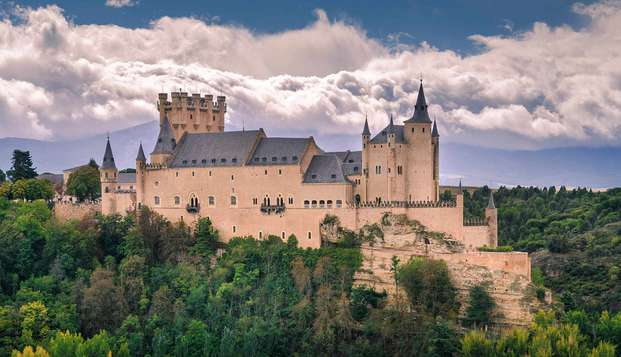 Descubre los secretos de Segovia con un tour guiado y alojandote en un hotel 4*