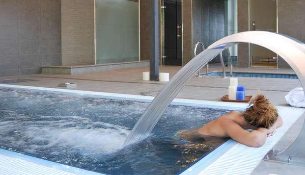 Escapada Romàntica con spa privado en Begur: con botella de cava y salida tardía