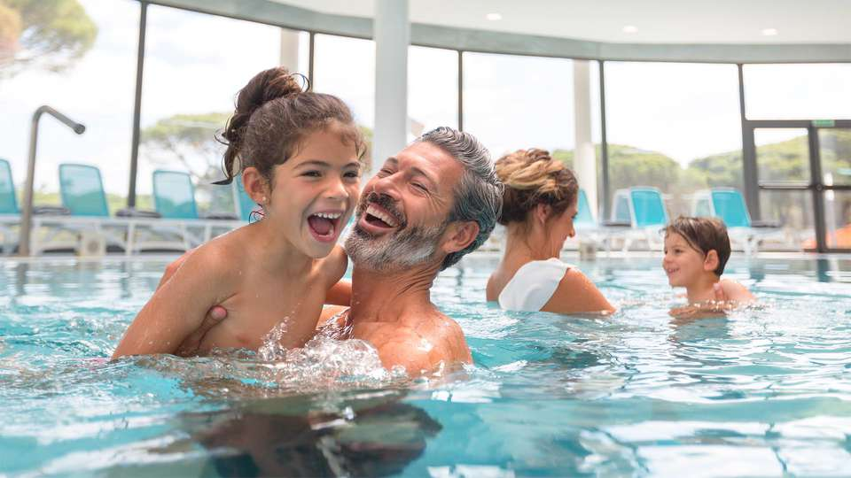 Hipotels Barrosa Park - EDIT_Hipotels_Barrosa_Park_indoor_pool_family_01.jpg