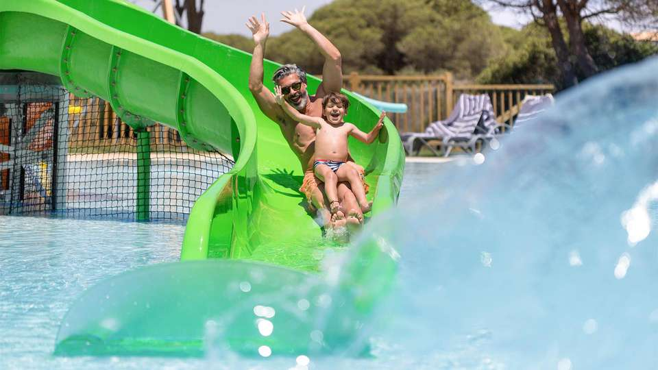 Hipotels Barrosa Park - EDIT_Hipotels_Barrosa_Park_splash_pool_models_01.jpg