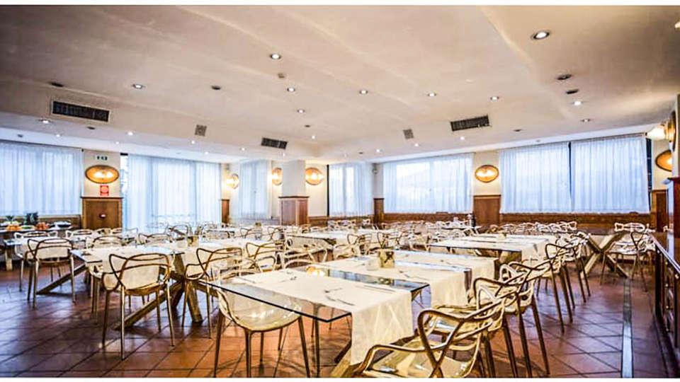 Hostellerie Du Cheval Blanc - EDIT_RESTAURANT_01.jpg