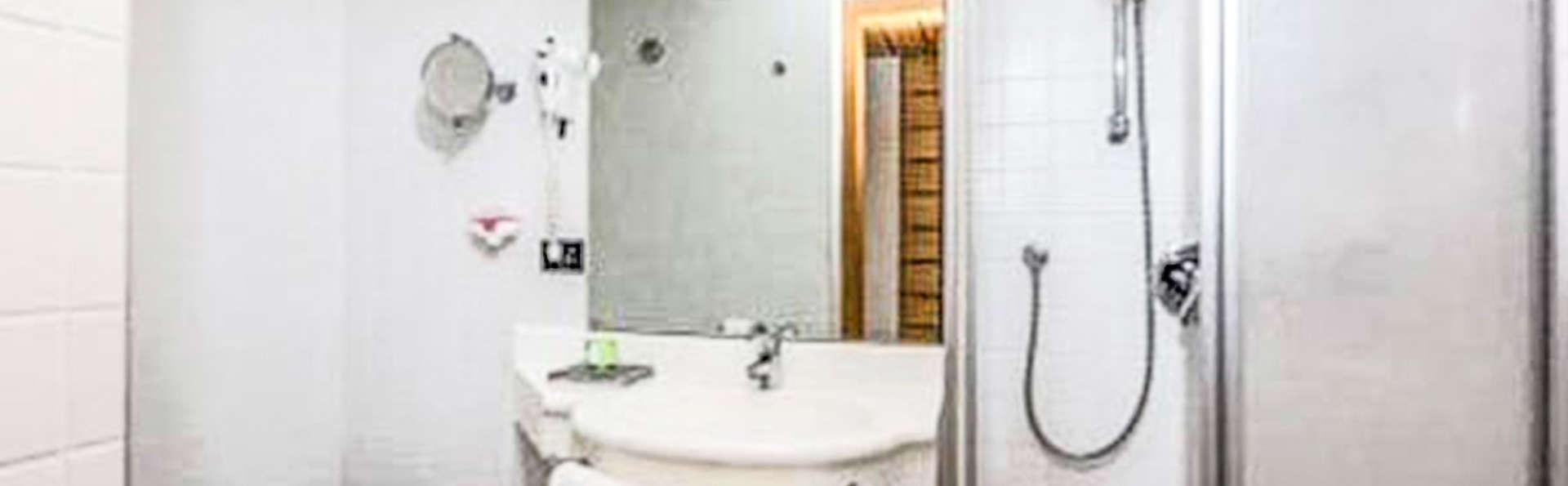 Hotel Mirage - EDIT_BATHROOM_01.jpg