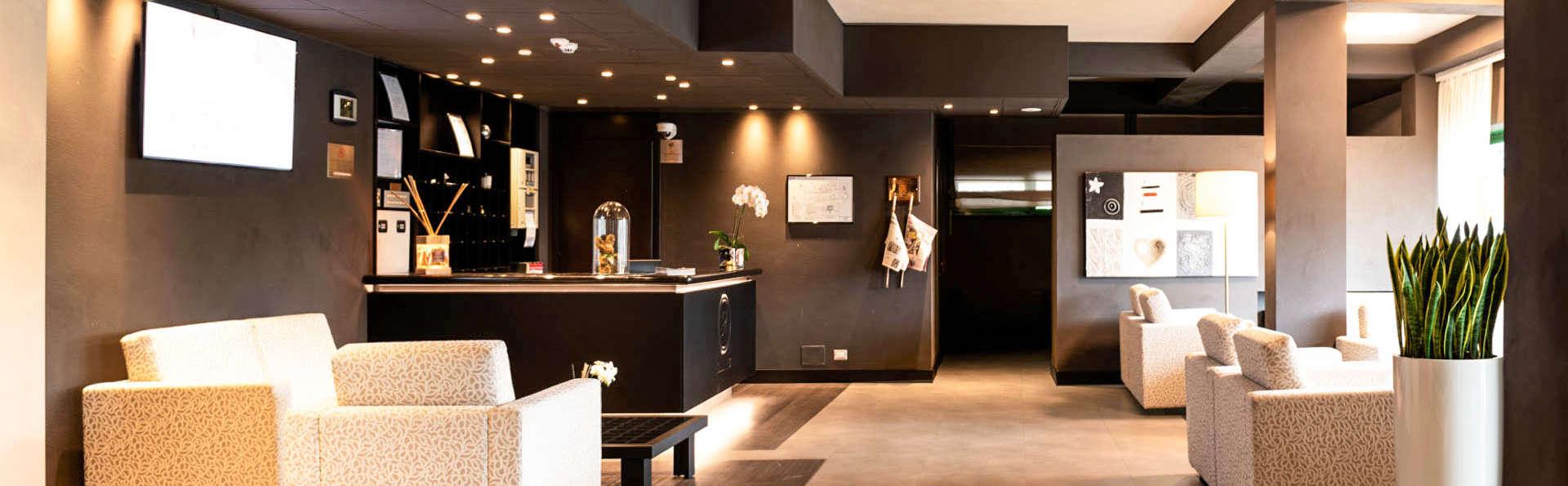 Hotel King - EDIT_LOBBY_01.jpg
