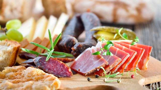 Gastronomía y Relax: Escapada con 90 minutos de spa en pareja y una cena típica asturiana
