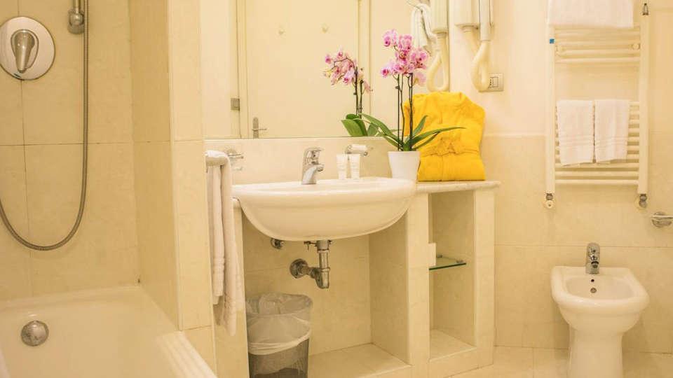 Residence I Triangoli - EDIT_bathroom_01.jpg