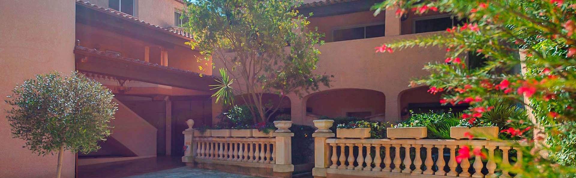 Castel Provence - EDIT_Entree_Hotel.jpg