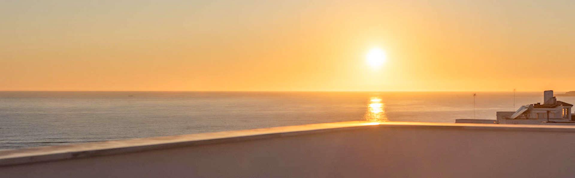 Descubre la playa de Conil de la Frontera en habitación superior en frente de la playa