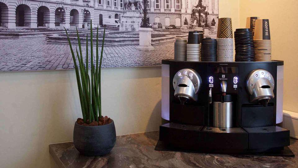 Hotel Arrows - EDIT_koffie-en-thee-faciliteiten_01.jpg