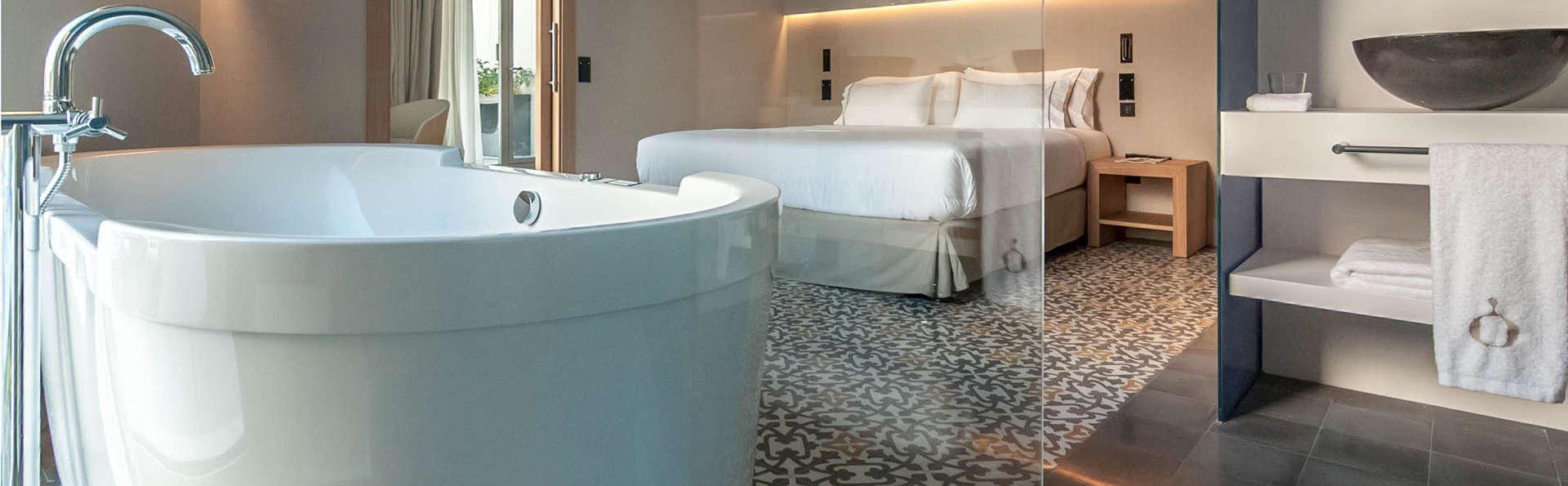 Estancia en una suite con bañera de hidromasaje a media hora de Barcelona