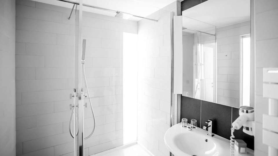 Hotel Royal Antibes - EDIT_bathroom_for_all_the_room_category__classic__superior_and_deluxe_room__01.jpg
