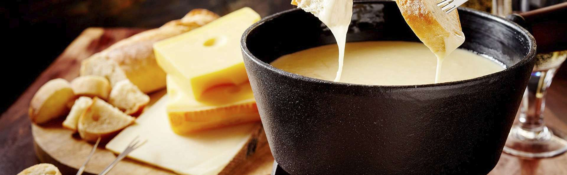 """Week-end """"Pause Savoyarde"""" avec dîner savoyard, nuit et petit-déjeuner au dessus du lac d'Annecy"""