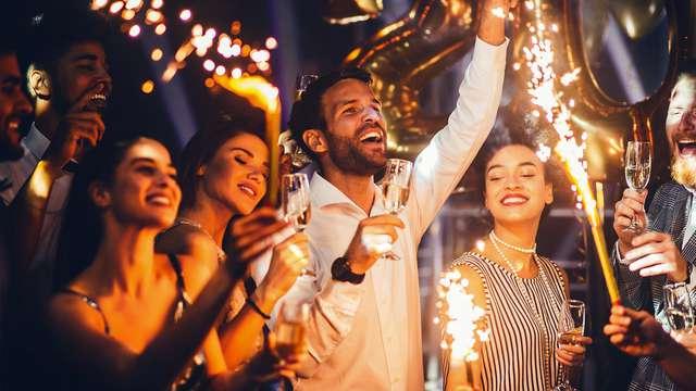 Plan Perfecto de Nochevieja en Andorra:habitación superior, cena y fiesta con concierto