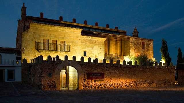 Escapada en pensión completa en un palacio extremeño con visita a quesería y degustación