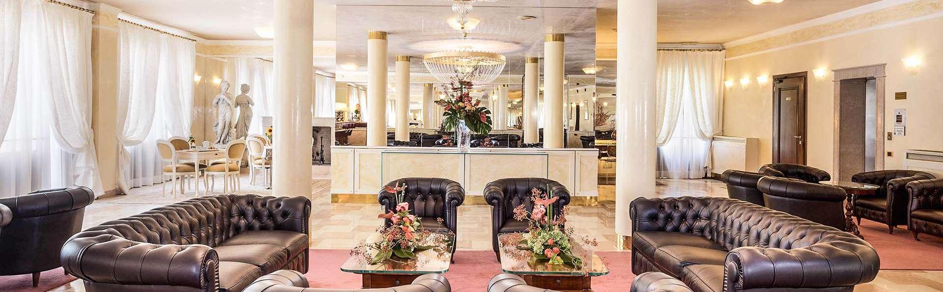 Villa Pace Park Hotel Bolognese - EDIT_Hall_01.jpg