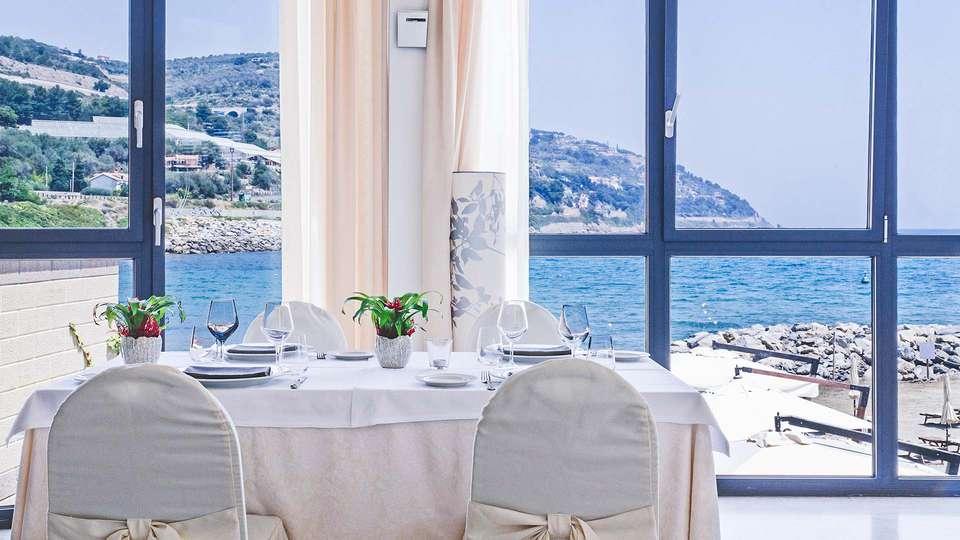 Hotel Riviera dei Fiori - EDIT_Sala_ristorante_03.jpg