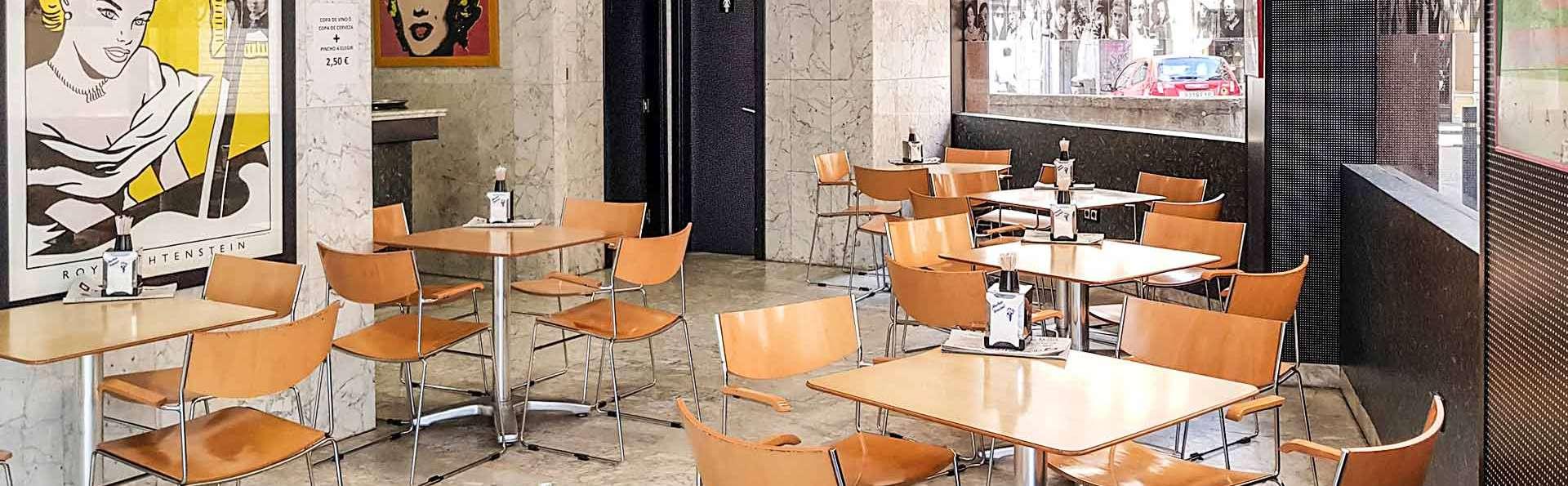 Hotel City House Pathos - EDIT_Cafeteria_01.jpg