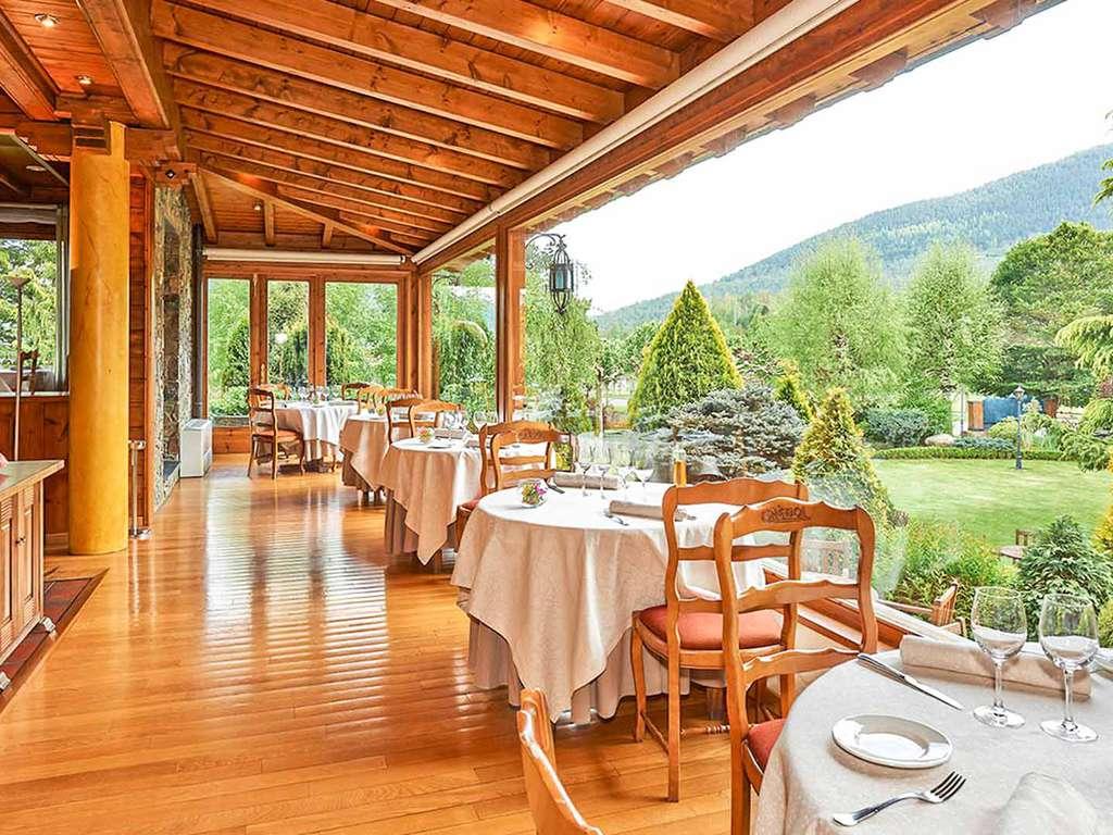 Séjour Camprodon - Découvrez le charme des Pyrénées avec un dîner gastronomique, une bouteille de cava et des chocolats, le tout dans une décoration romantique  - 4*