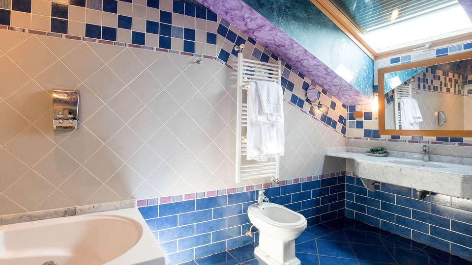 Hotel Spa Villa Pasiega - EDIT_BATHROOM_01.jpg