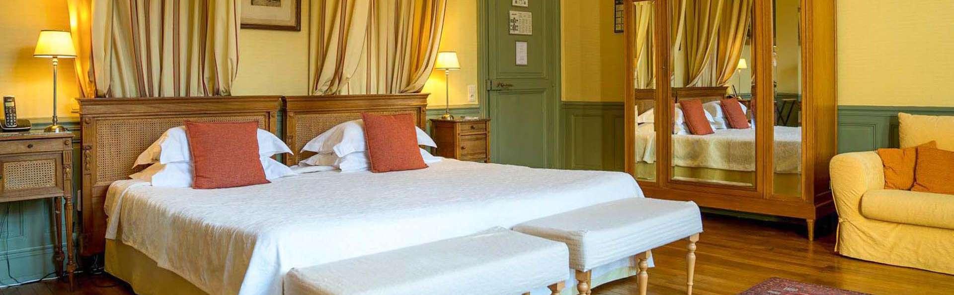Hotel Château de Verrières & Spa Saumur - EDIT_BEDROOM_03.jpg