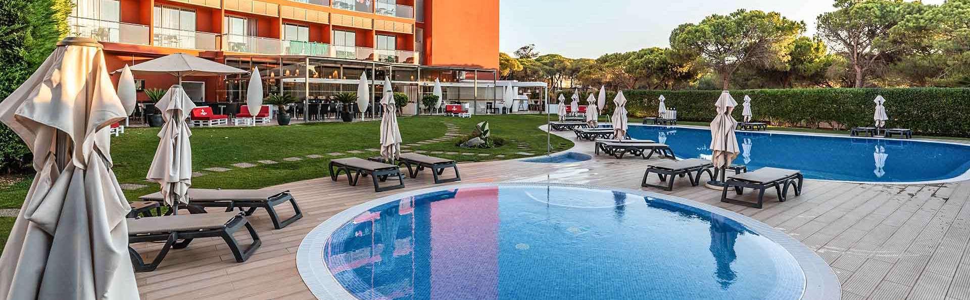 Escapada con detalles de bienvenida en un hotel con acceso directo a la playa de Bicos del Algarve