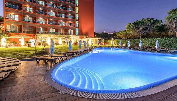 Escapada en un hotel de diseño con acceso directo a la playa de Bicos y detalles de bienvenida
