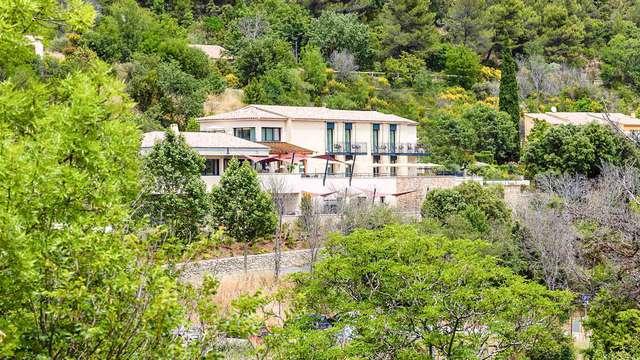 Descubre la montaña Santa Victoria disfrutando de las rutas de senderismo desde este elegante 4*
