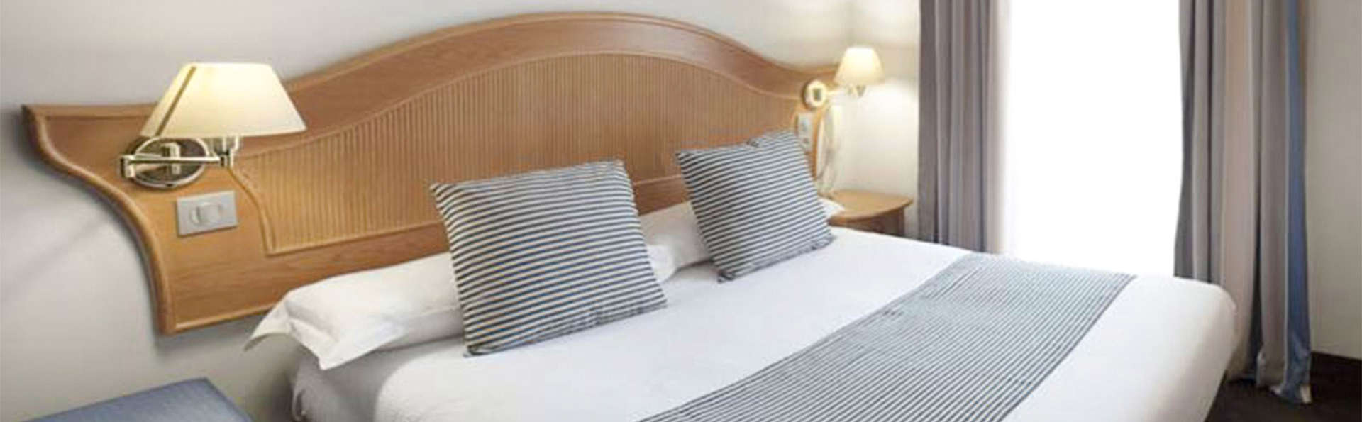 Hôtel Esprit d'Azur - EDIT_BEDROOM_01.jpg