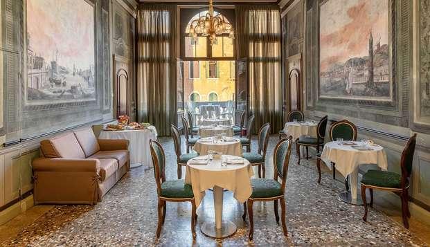Découvrez la magie de Venise et séjournez en chambre Economy, dans une demeure historique située au cœur de San Polo