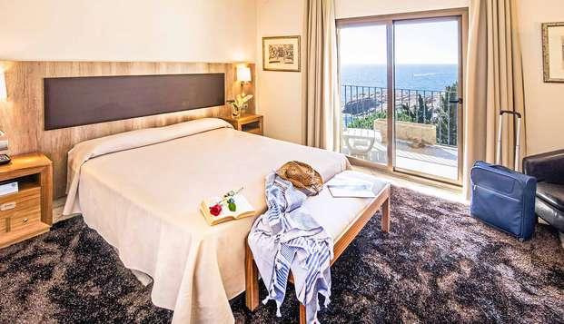 Escapada Perfecta: Relax en habitación con vistas al Mar