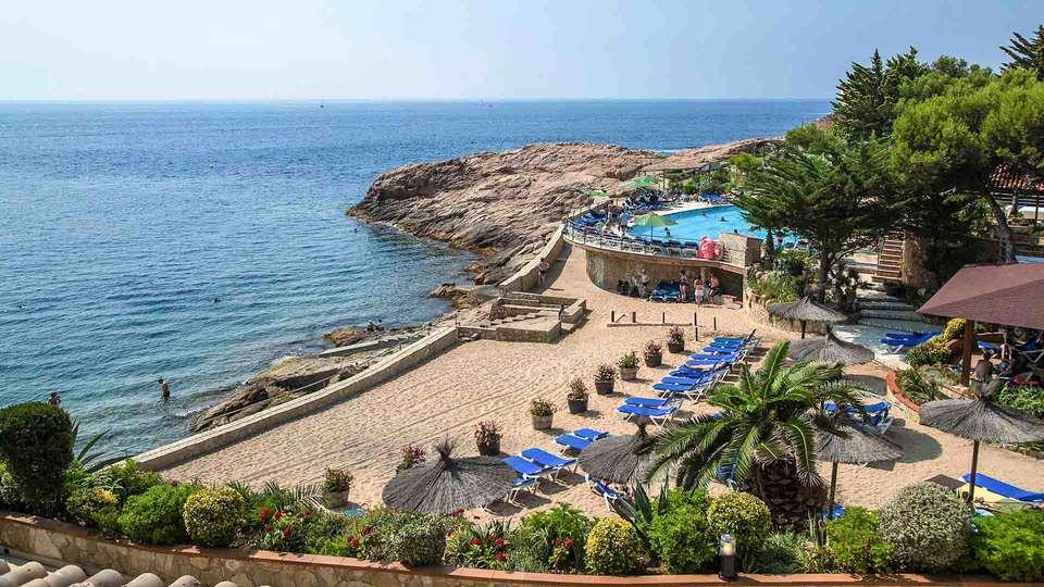 Hotel Eden Roc - EDIT_Seaside_resort_03.jpg