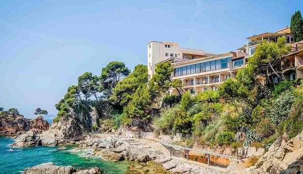 Escapade romantique sur la Costa Brava : dîner, spa, apéritif et vue spectaculaire