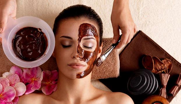 Escapada Premium en Suances con tratamiento a elegir: masaje con miel de naranja o chocoloterapia