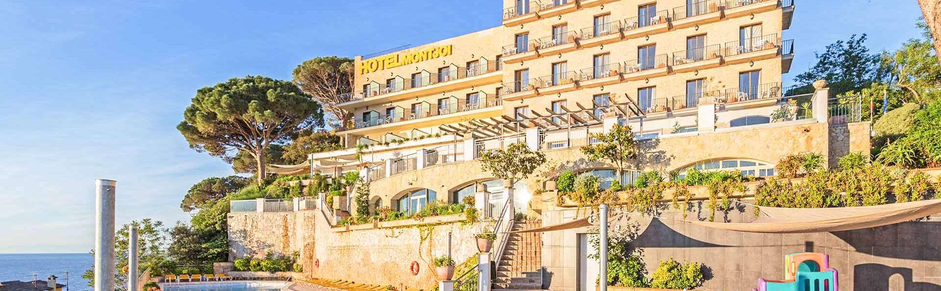 Hotel Montjoi - EDIT_EXTERIOR_03.jpg