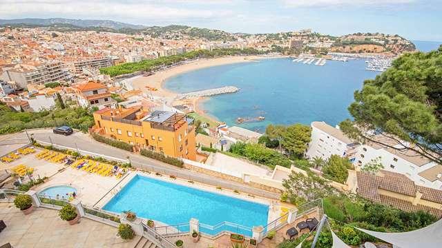 Pensión completa en Sant Feliu de Guíxols mirando al Mar