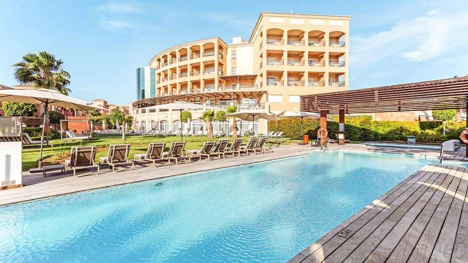 The Residences Islantilla Apartments - EDIT_TRIA-POOL_4.jpg