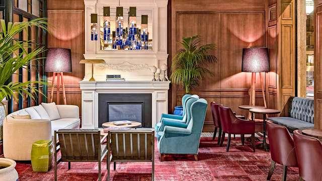 Encanto y Romanticismo en un hotel boutique en la Gran Vía con cava, frutas y chocolate