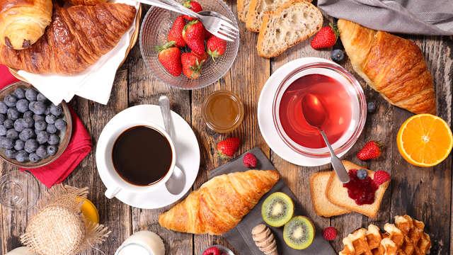 Desayuno tipo bufet para 2 adultos