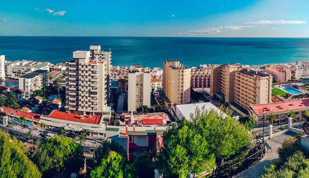 Escapada con Media pensión y vistas al mar en primera línea de playa en Torremolinos